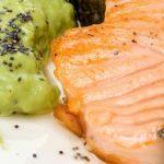 pescado y hummus de aguacate y garbanzos sarai alonso nutricion online madrid
